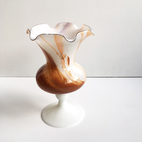 Caramel glass stand