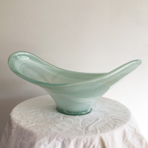 Curved glass bowl
