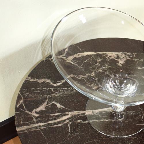Oblique glass stand