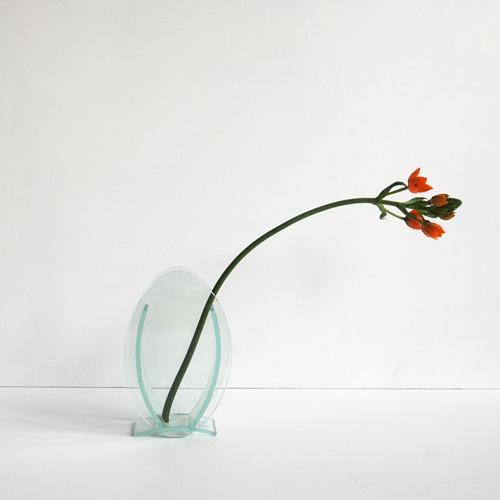 Oval glasvase på fod