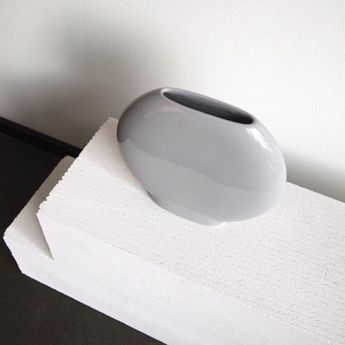 Simple round vase